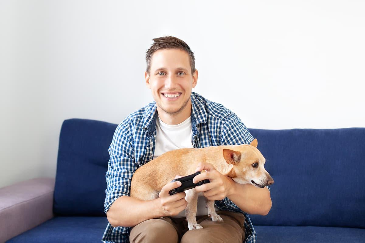 homem jogando video game